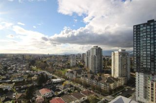 """Photo 3: 1902 5665 BOUNDARY Road in Vancouver: Collingwood VE Condo for sale in """"Wall Centre Central Park"""" (Vancouver East)  : MLS®# R2355553"""