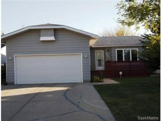 Photo 1: 2211 Kenderdine Road in Saskatoon: Erindale Single Family Dwelling for sale (Saskatoon Area 01)  : MLS®# 448366