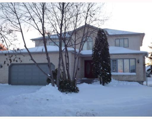 Main Photo: 26 SAPHIRE Place in WINNIPEG: West Kildonan / Garden City Residential for sale (North West Winnipeg)  : MLS®# 2903778