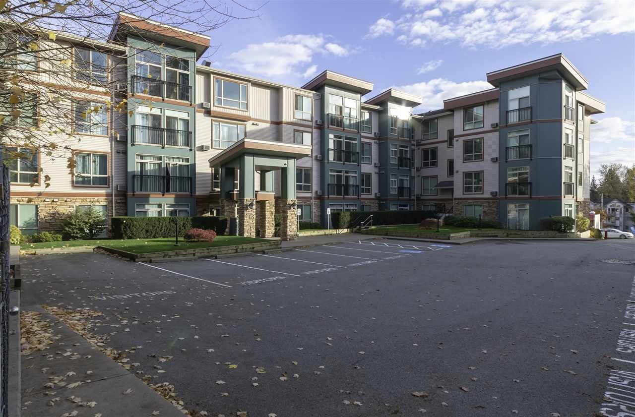 """Main Photo: 404 33485 SOUTH FRASER Way in Abbotsford: Central Abbotsford Condo for sale in """"CITADEL RIDGE"""" : MLS®# R2320305"""