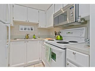 """Photo 9: 101 1341 GEORGE Street: White Rock Condo for sale in """"Oceanview"""" (South Surrey White Rock)  : MLS®# R2600581"""