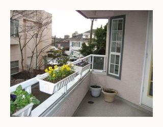 """Photo 9: 209 125 W 18TH Street in North_Vancouver: Central Lonsdale Condo for sale in """"ASHTON PLACE"""" (North Vancouver)  : MLS®# V701286"""