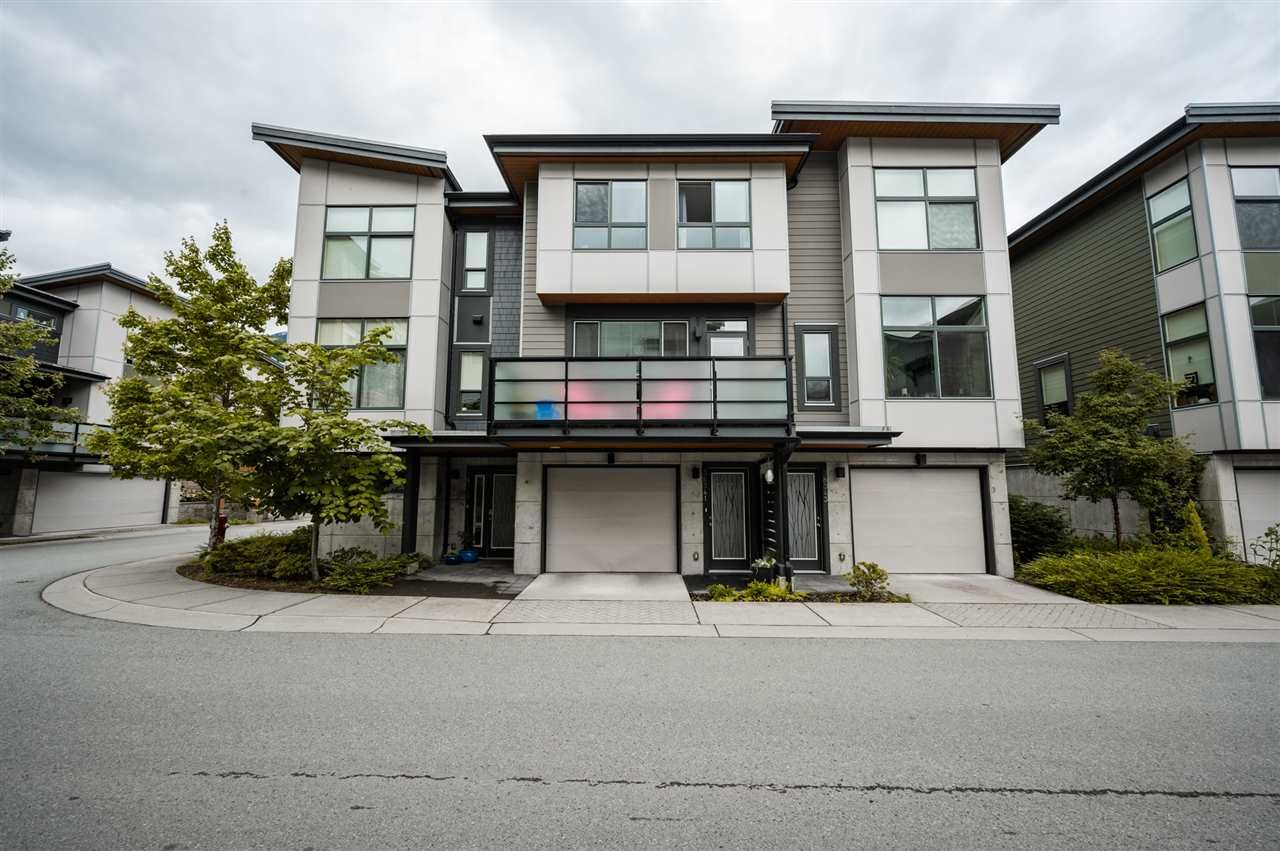 Main Photo: 38341 SUMMITS VIEW Drive in Squamish: Downtown SQ Townhouse for sale : MLS®# R2464526