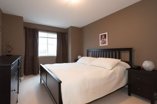 """Photo 11: 24 6555 192A Street in Surrey: Clayton Townhouse for sale in """"THE CARLISLE"""" (Cloverdale)  : MLS®# R2030709"""