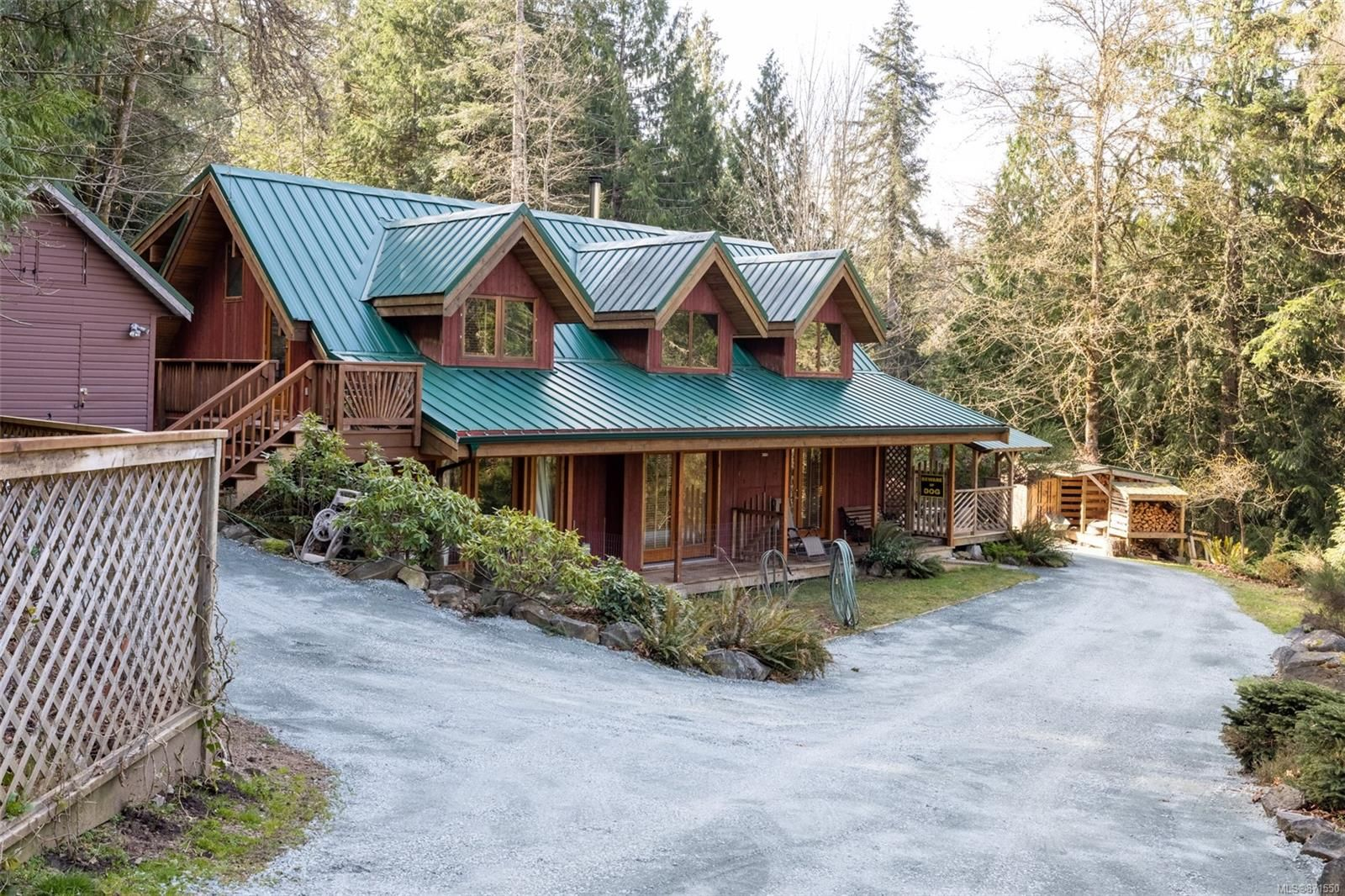 WELCOME TO 448 LAKEVIEW DR. IN MEADOW VIEW PROPERTIES ON BEAUTIFUL THETIS ISLAND