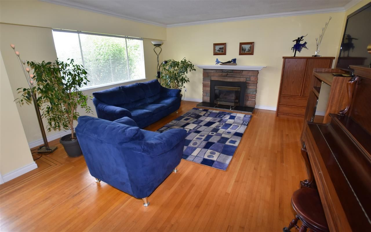"""Photo 4: Photos: 11314 ROYAL Crescent in Surrey: Royal Heights House for sale in """"ROYAL HEIGHTS"""" (North Surrey)  : MLS®# R2078455"""