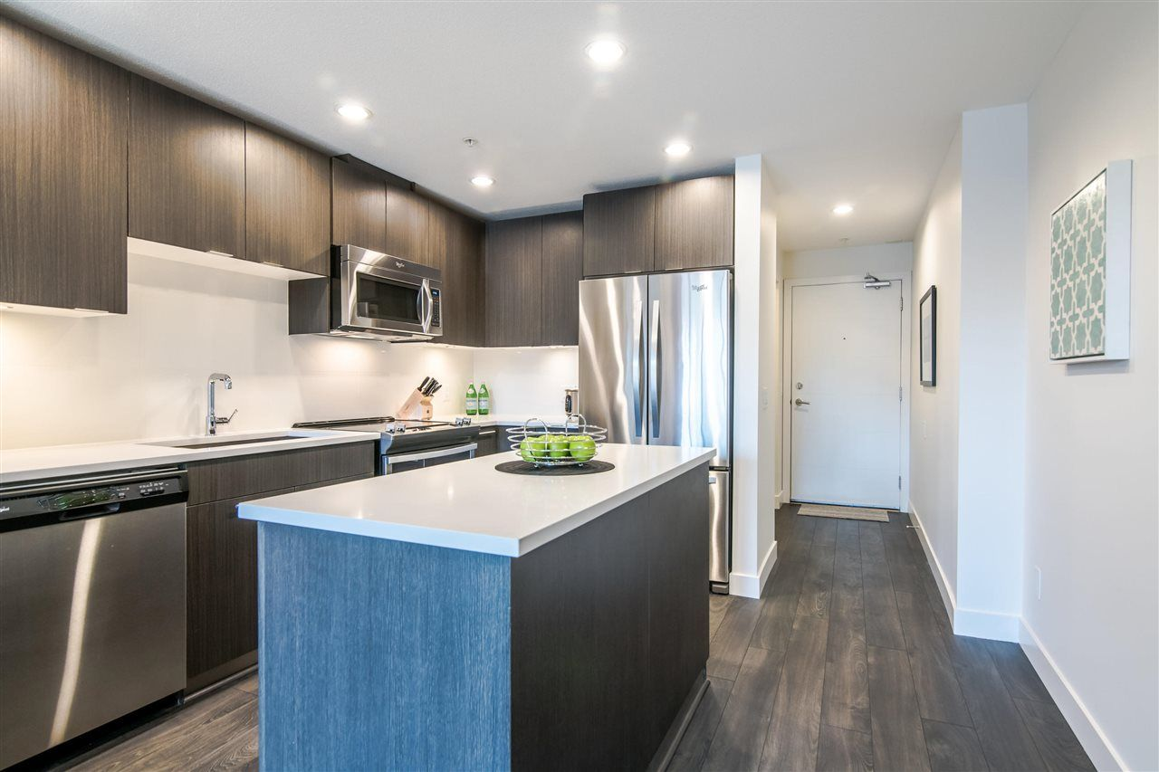 Main Photo: 323 723 W 3RD Street in North Vancouver: Harbourside Condo for sale : MLS®# R2369021