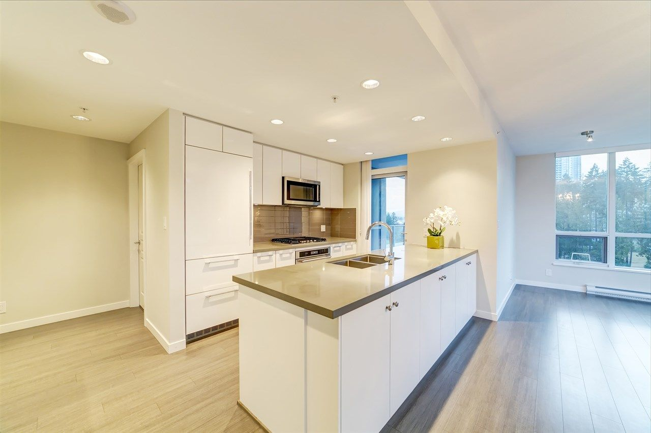 """Main Photo: 808 3093 WINDSOR Gate in Coquitlam: New Horizons Condo for sale in """"The Windsor by Polygon"""" : MLS®# R2403185"""