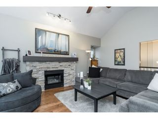 """Photo 4: 87 4001 OLD CLAYBURN Road in Abbotsford: Abbotsford East Townhouse for sale in """"Cedar Springs"""" : MLS®# R2419759"""