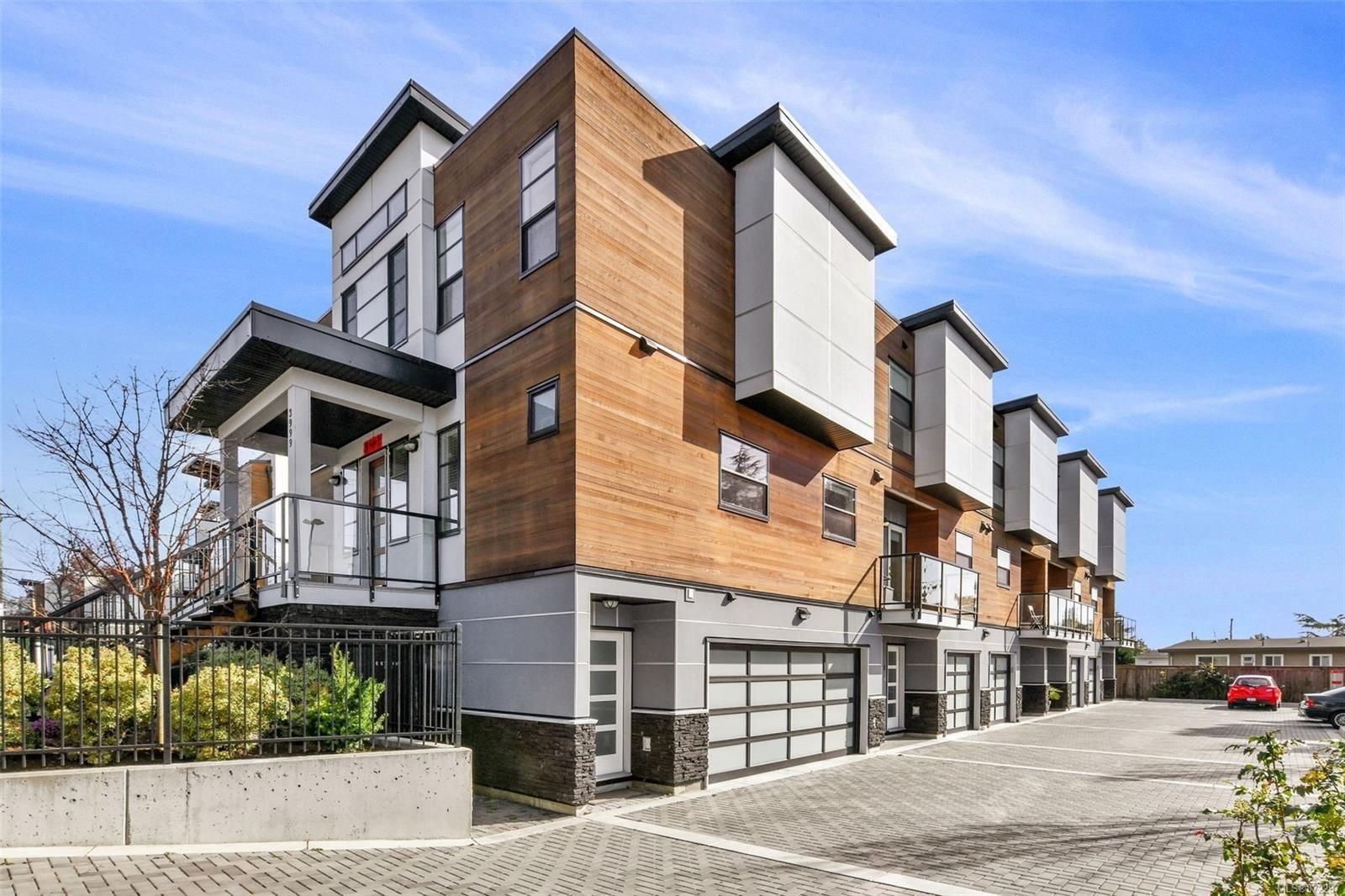 Main Photo: 2 3999 Cedar Hill Rd in : SE Cedar Hill Row/Townhouse for sale (Saanich East)  : MLS®# 872297