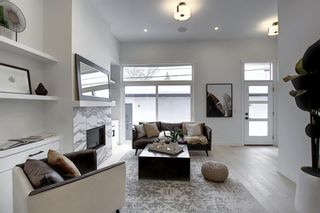 Photo 5: 2 2412 24A Street SW in Calgary: Richmond Row/Townhouse for sale : MLS®# A1057219