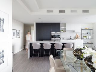"""Photo 4: PH805 210 E 5TH Avenue in Vancouver: Mount Pleasant VE Condo for sale in """"ELENORE ON FIFTH"""" (Vancouver East)  : MLS®# R2609778"""