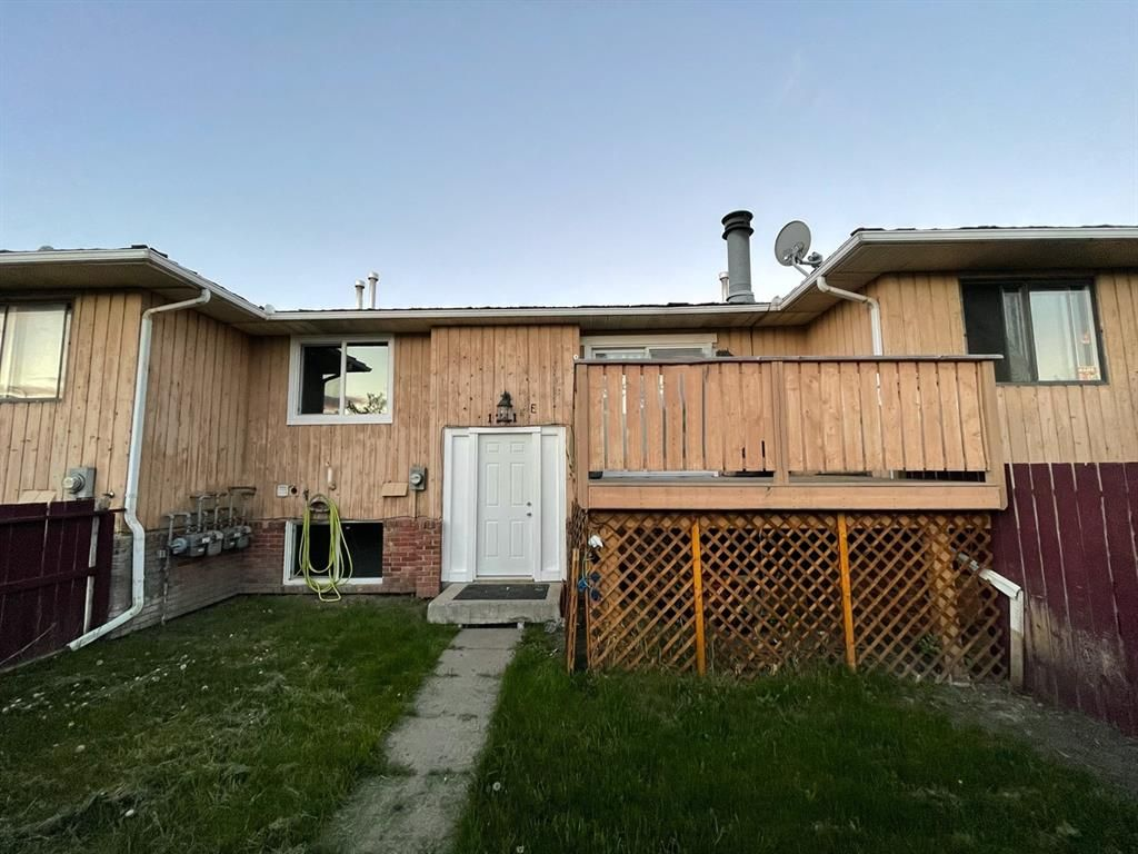 Main Photo: 1211 E 44 Street SE in Calgary: Forest Lawn Row/Townhouse for sale : MLS®# A1113963