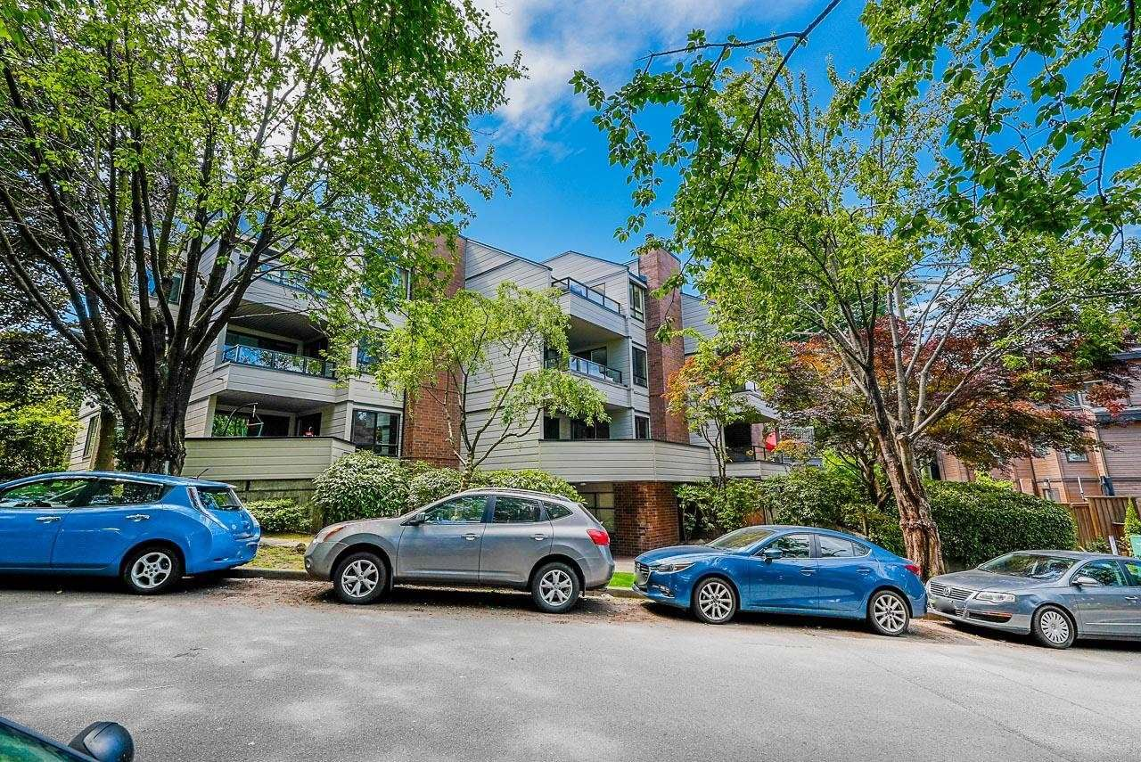 Main Photo: 205 1575 BALSAM Street in Vancouver: Kitsilano Condo for sale (Vancouver West)  : MLS®# R2606434