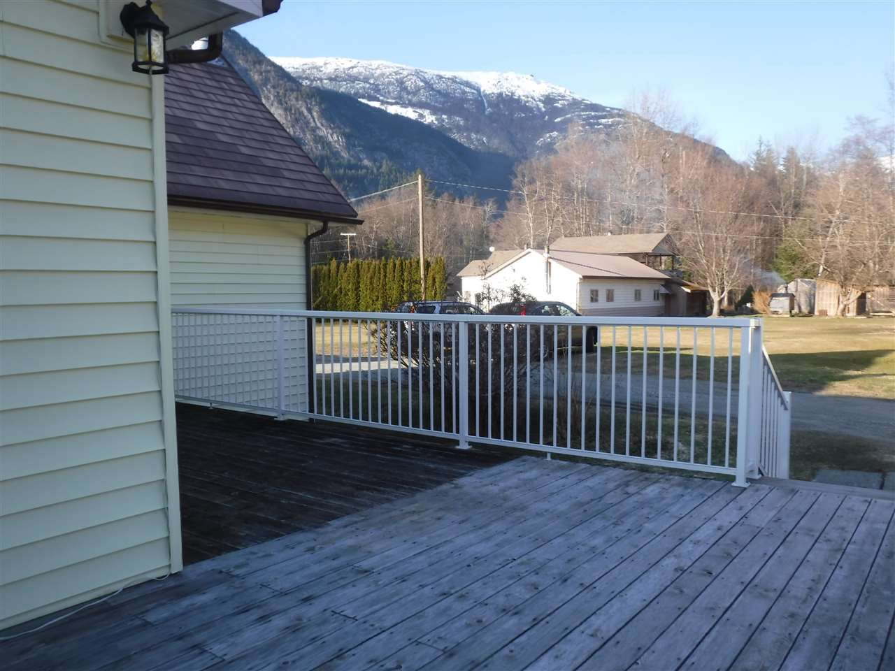 Photo 4: Photos: 1599 MACKENZIE Highway in Bella Coola: Bella Coola/Hagensborg House for sale (Williams Lake (Zone 27))  : MLS®# R2449026