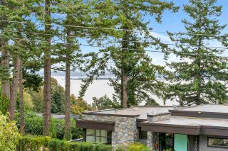 """Photo 4: 14887 HARDIE Avenue: White Rock House for sale in """"White Rock"""" (South Surrey White Rock)  : MLS®# R2509233"""