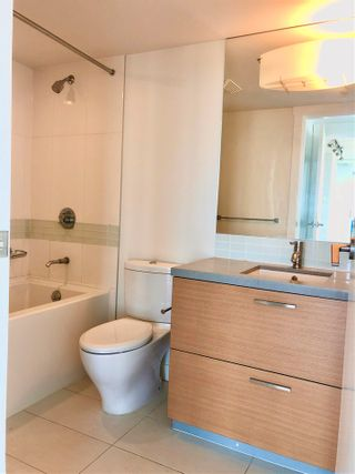 """Photo 13: 2410 10777 UNIVERSITY Drive in Surrey: Whalley Condo for sale in """"CITYPOINT"""" (North Surrey)  : MLS®# R2588021"""