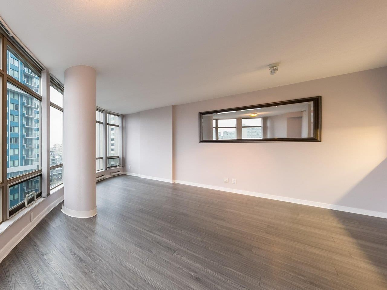 """Photo 2: Photos: 1202 1200 ALBERNI Street in Vancouver: West End VW Condo for sale in """"Palisades"""" (Vancouver West)  : MLS®# R2527140"""