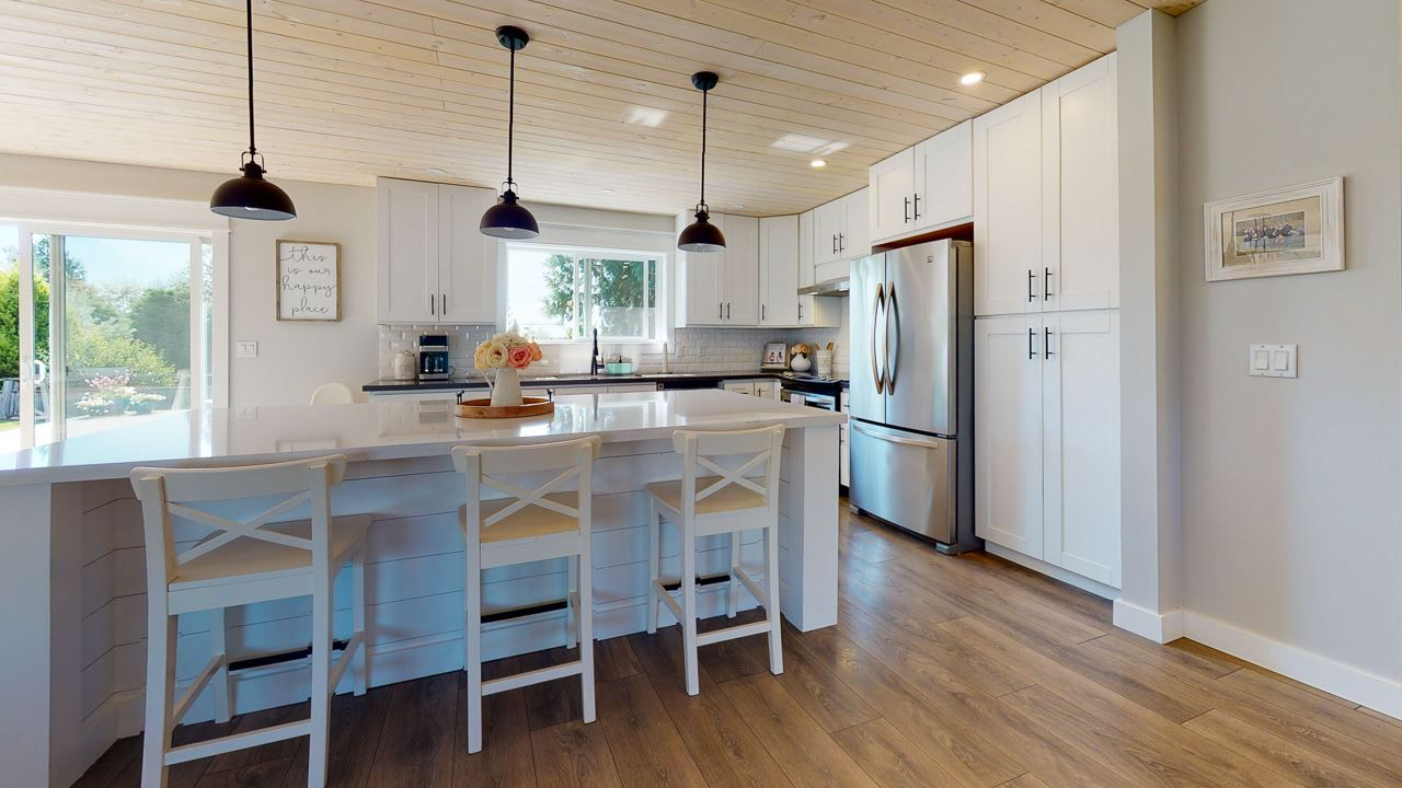 Photo 3: Photos: 5472 CARNABY Place in Sechelt: Sechelt District House for sale (Sunshine Coast)  : MLS®# R2495555