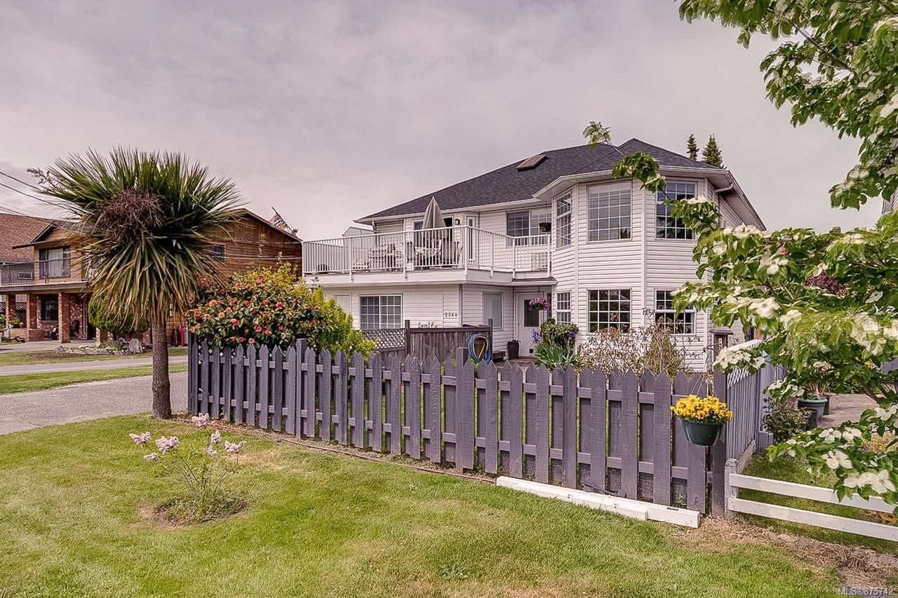 Main Photo: 2344 Ocean Ave in : Si Sidney South-East House for sale (Sidney)  : MLS®# 875742