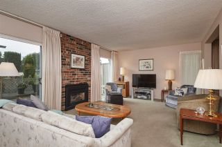"""Photo 2: 104 3180 E 58TH Avenue in Vancouver: Champlain Heights Townhouse for sale in """"HIGHGATE"""" (Vancouver East)  : MLS®# R2405144"""