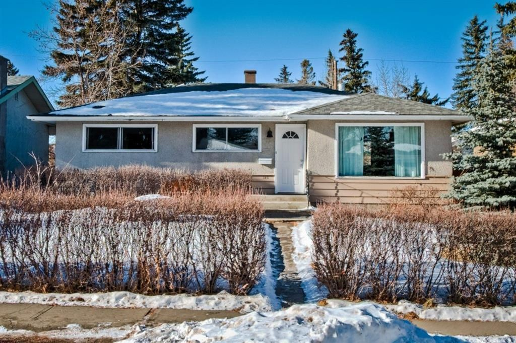Main Photo: 105 Langton Drive SW in Calgary: North Glenmore Park Detached for sale : MLS®# A1066568