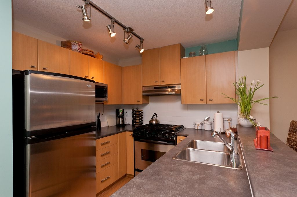 """Photo 3: Photos: 313 9319 UNIVERSITY Crescent in Burnaby: Simon Fraser Univer. Condo for sale in """"HARMONY AT THE HIGHLAND"""" (Burnaby North)  : MLS®# V924825"""