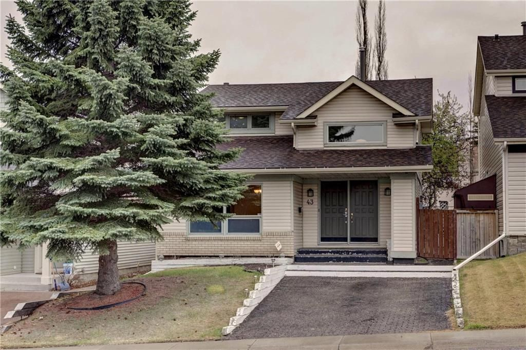 Main Photo: 43 STRATHEARN Crescent SW in Calgary: Strathcona Park Detached for sale : MLS®# C4183952