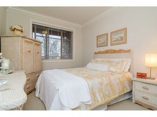 """Photo 13: 204 16433 64 Avenue in Surrey: Cloverdale BC Condo for sale in """"St. Andrews"""" (Cloverdale)  : MLS®# R2123466"""