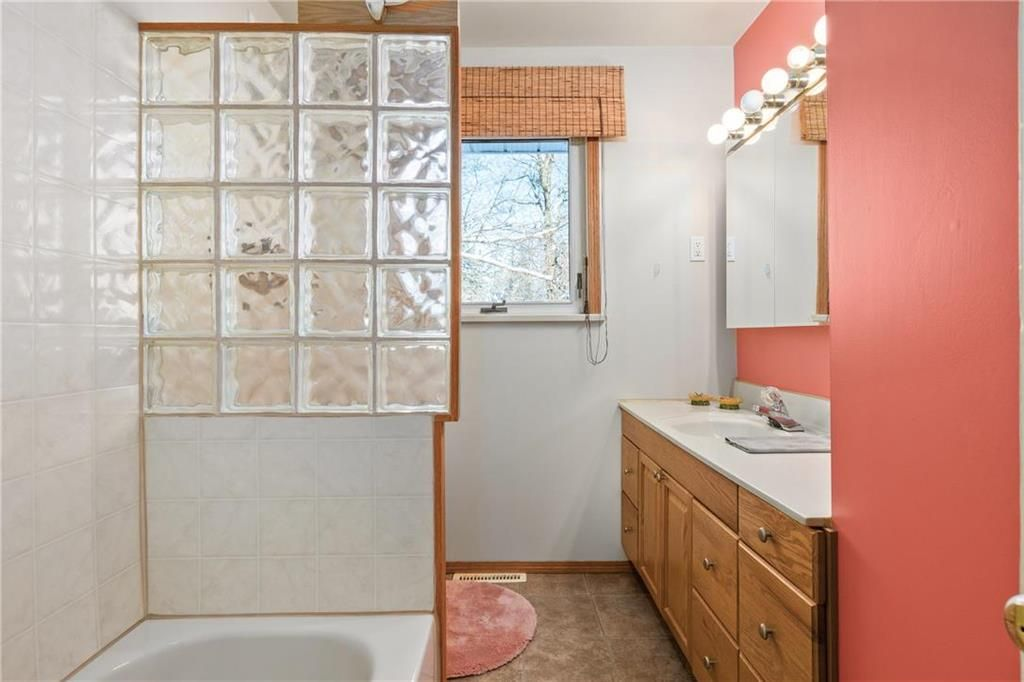 Photo 10: Photos: 219 TAIT Street in Selkirk: R14 Residential for sale : MLS®# 202000953