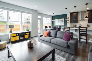 Photo 5: 224 Crestmont Drive SW in Calgary: Crestmont Detached for sale : MLS®# A1118392