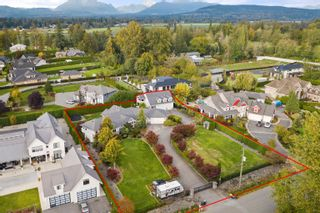 """Photo 4: 23107 80 Avenue in Langley: Fort Langley House for sale in """"Forest Knolls"""" : MLS®# R2623785"""