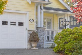 Photo 2: 745 Rogers Ave in : SE High Quadra House for sale (Saanich East)  : MLS®# 886500