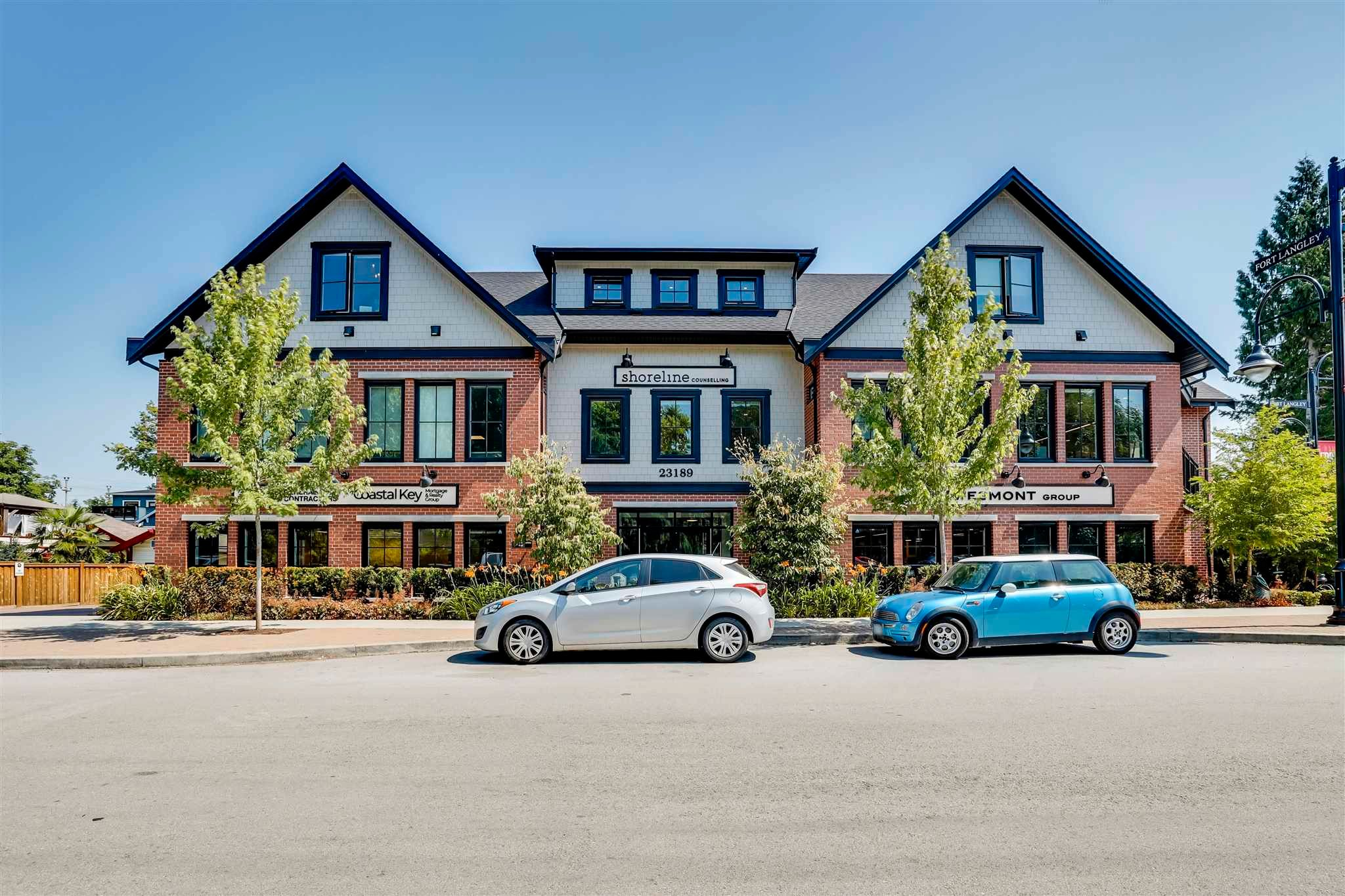 """Main Photo: 105 23189 FRANCIS Avenue in Langley: Fort Langley Condo for sale in """"LILY TERRACE"""" : MLS®# R2602140"""