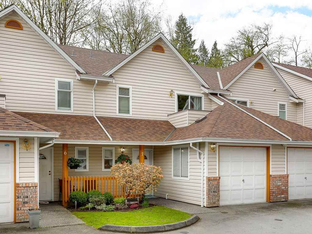 "Main Photo: 7 20699 120B Avenue in Maple Ridge: Northwest Maple Ridge Townhouse for sale in ""THE GATEWAY"" : MLS®# R2159745"