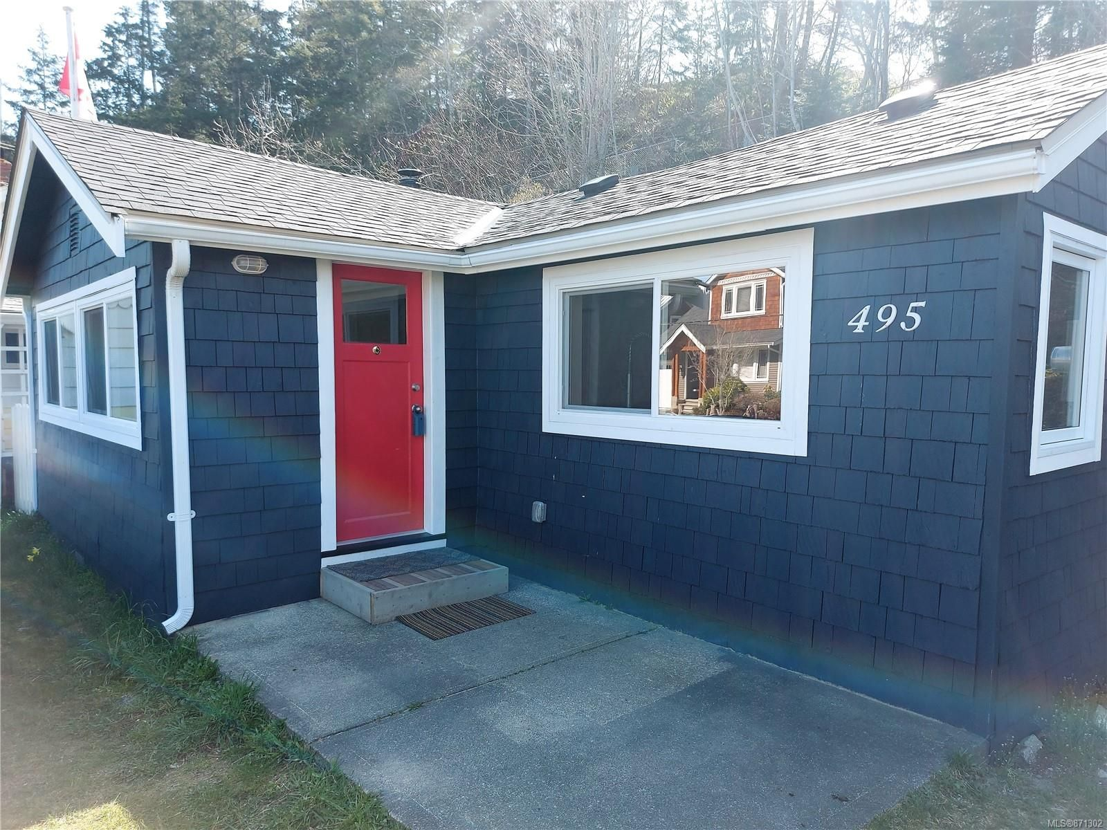 Main Photo: 495 Windslow Rd in : CV Comox (Town of) House for sale (Comox Valley)  : MLS®# 871302