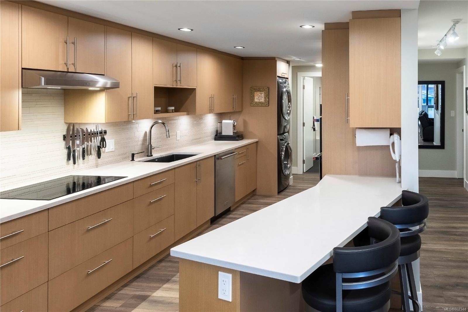 Main Photo: 505 420 Linden Ave in : Vi Fairfield West Condo for sale (Victoria)  : MLS®# 862344