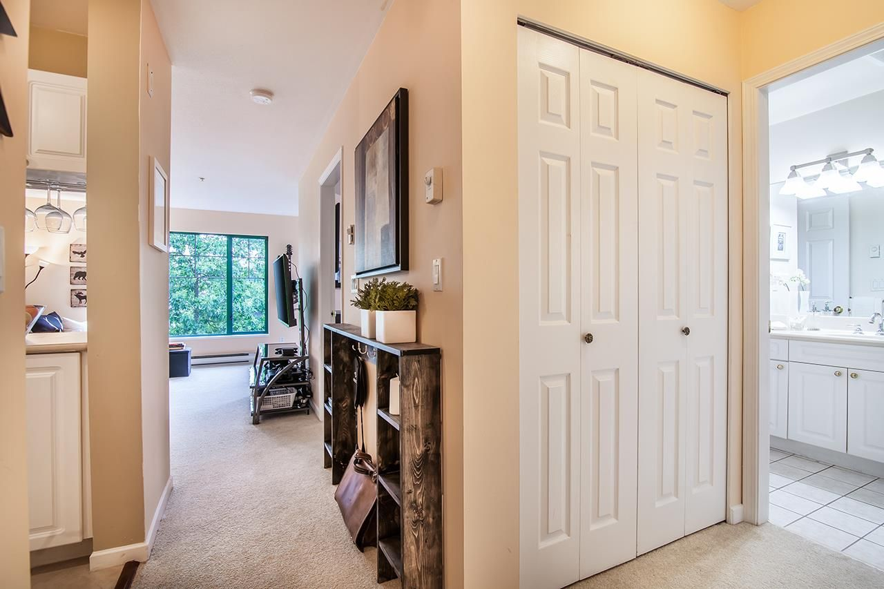 """Photo 10: Photos: 409 929 W 16TH Avenue in Vancouver: Fairview VW Condo for sale in """"OAKVIEW GARDENS"""" (Vancouver West)  : MLS®# R2189624"""