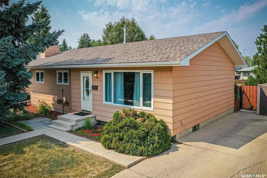 Main Photo: 3806 Diefenbaker Drive in Saskatoon: Confederation Park Residential for sale : MLS®# SK864052