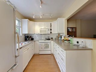 Photo 5: 753 W QUEENS RD in North Vancouver: Delbrook Townhouse for sale : MLS®# V1098694