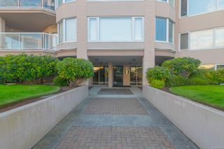 Photo 3: 5306 2829 Arbutus Rd in : SE Ten Mile Point Condo for sale (Saanich East)  : MLS®# 885299