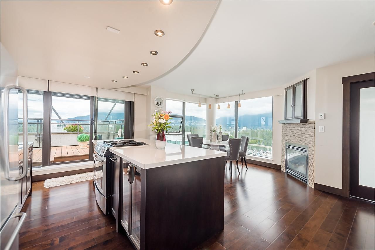 """Main Photo: 2506 1723 ALBERNI Street in Vancouver: West End VW Condo for sale in """"THE PARK"""" (Vancouver West)  : MLS®# R2106181"""