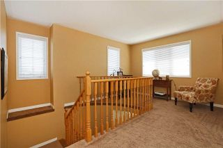 Photo 2: 86 Babcock Crest in Milton: Dempsey House (2-Storey) for sale : MLS®# W3272427
