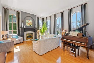 Photo 4: 2318 CHANTRELL PARK Drive in Surrey: Elgin Chantrell House for sale (South Surrey White Rock)  : MLS®# R2558616