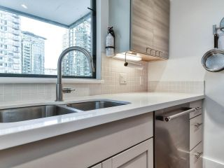 """Photo 9: 1002 1238 MELVILLE Street in Vancouver: Coal Harbour Condo for sale in """"Pointe Claire"""" (Vancouver West)  : MLS®# R2416117"""