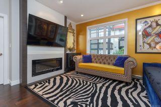 Photo 3: 204 1765 Oak Bay Ave in : Vi Rockland Condo for sale (Victoria)  : MLS®# 873175