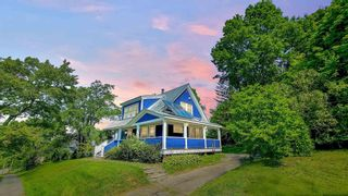 Photo 1: 29 Highland Avenue in Wolfville: 404-Kings County Residential for sale (Annapolis Valley)  : MLS®# 202122121