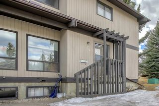 Photo 2: 25 2210 Oakmoor Drive SW in Calgary: Palliser Row/Townhouse for sale : MLS®# A1092657