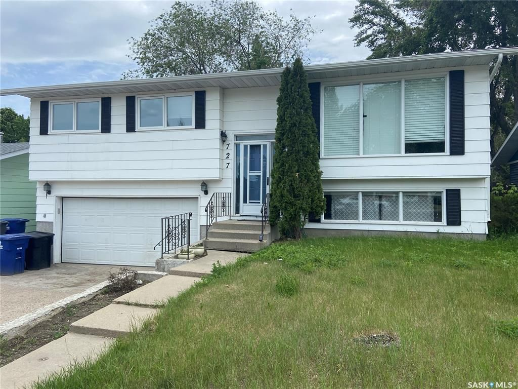 Main Photo: 727 Lenore Drive in Saskatoon: Lawson Heights Residential for sale : MLS®# SK860449
