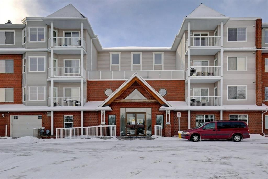 Main Photo: 323 8 Prestwick Pond Terrace SE in Calgary: McKenzie Towne Apartment for sale : MLS®# A1070601